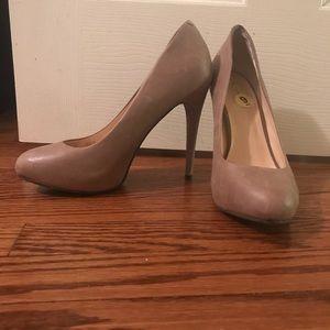 Beige high heeled pumps 9M Jessica Simpson
